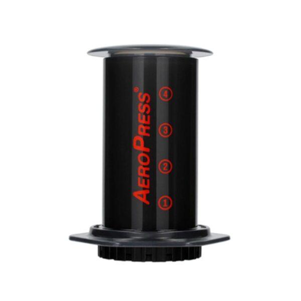 Cafetera AeroPress ®. Uno de nuestros métodos favoritos para preparar café de especialidad, combina la sencillez y la capacidad de producir una taza de café espectacular.