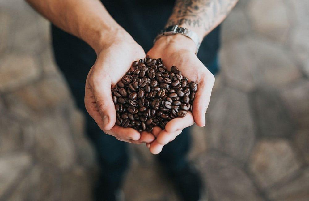 La razón principal de comprar café en grano es que conserva mejor las cualidades organolépticas