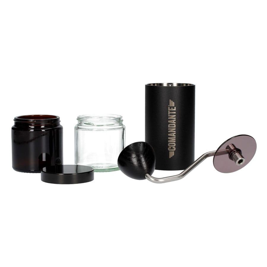 Molinillo de café manual Comandante C40 con fresas cónicas de acero inoxidable martensítico con un alto contenido en nitrógeno altamente resistentes a las dentaduras.